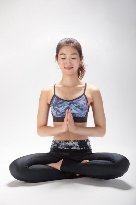合掌 ゼロから分かるマインドフルネスのやり方。姿勢、呼吸、瞑想法をお伝えします!