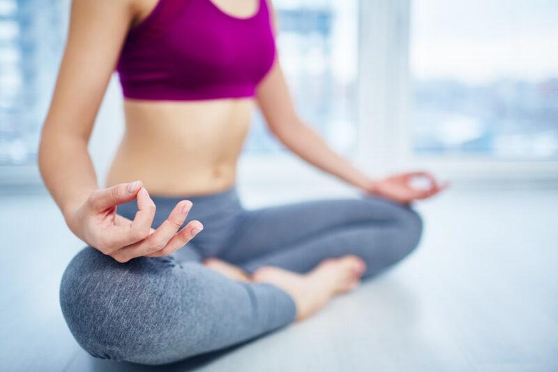 doing yoga S4F5DDC 1 ヨガ深く学べば、予防医学的な効果が期待できる【RYT200のすすめ】